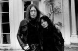 John Lennon,Yoko Ono Photos - Photo Tom Blau-cp-Globe Photos Inc John Lennon Yoko Ono