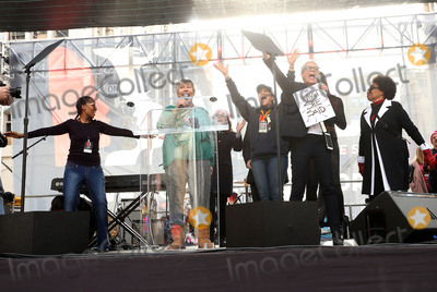 Jamie Lee Curtis Photo - 21 January 2017 - Los Angeles California - Helen Reddy Jamie Lee Curtis Laverne Cox Jenifer Lewis Womens March in Los Angeles California Photo Credit F SadouAdMedia
