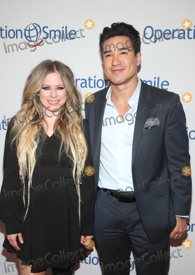 Avril Lavigne Photo - 6 November 2019 - Beverly Hills California - Avril Lavigne Mario Lopez Operation Smiles Hollywood Fight Night held at The Beverly Hilton Hotel Photo Credit FSAdMedia
