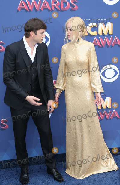 Ashton Kutcher Photo - 15 April 2018 - Las Vegas NV -  Ashton Kutcher Nicole Kidman  2018 ACM Awards Red Carpet arrivals at MGM Grand Garden Arena Photo Credit MJTAdMedia