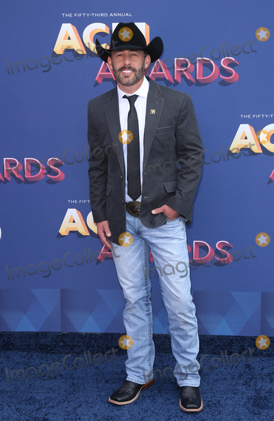 Aaron Watson Photo - 15 April 2018 - Las Vegas NV - Aaron Watson  2018 ACM Awards Red Carpet arrivals at MGM Grand Garden Arena Photo Credit MJTAdMedia