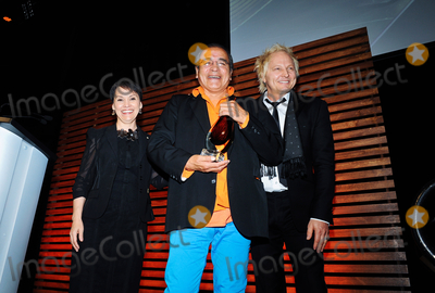 canada my canada tomson highway Canada, my canada by tomson highway tomson highway is cree, born in northwest manitoba in 1951 he is a musician and an award-winning playwright his best-known plays include the rez sisters and dry lips oughta move to kapuskasing, which deal with life on the reservation.