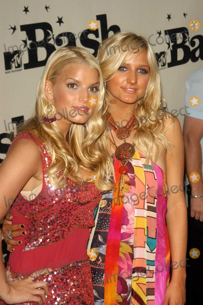 Ashlee Simpson Photo - Jessica and Ashlee Simpson at the MTV Bash honoring Carson Daily Palladium Hollywood CA 06-28-03