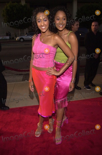Tamera Mowry Photo -  Tamera Mowry and Tia Mowry at the premiere of the 20th Century Fox movie BIG MOMMAS HOUSE in Hollywood 05-31-00