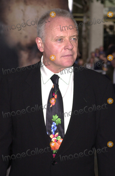 Anthony Hopkins Photo - Anthony Hopkins at his handprint ceremony Chinese Theater Hollywood 01-11-01