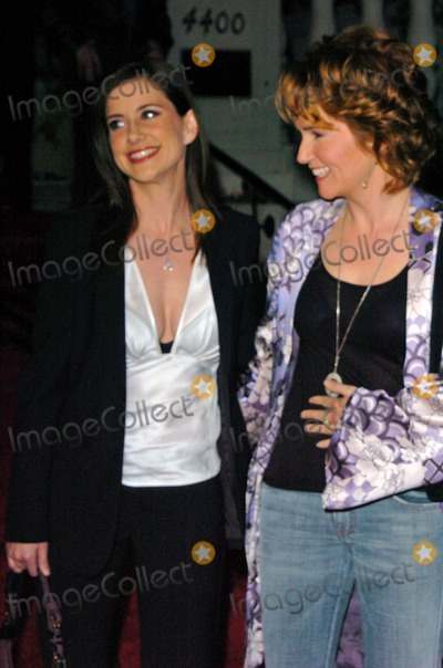 Lea Thompson Photo - Kellie Martin and Lea Thompson at the Hallmark Channel Hosts Dinner for NCTA Ebell Club Los Angeles CA 01-13-05