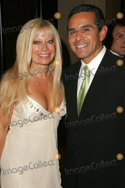 Antonio Villaraigosa Photo - Gloria Kisel and Antonio Villaraigosaat the 2005 Nosotros Golden Eagle Awards Show and Banquet Beverly Hilton Hotel Beverly Hills CA 10-14-05