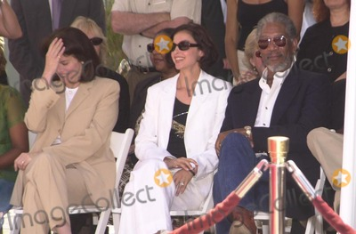 Ashley Judd Photo - Sherry Lansing Ashley Judd and Morgan Freeman at Freemans hand and foot print ceremony at the Chinese Theater Hollywood 06-05-02