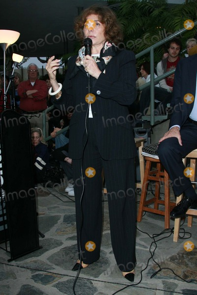 Teresa Heinz-Kerry Photo - Teresa Heinz Kerryat an instore event to promote the new book This Moment on Earth Duttons Brentwood Los Angeles CA 04-04-07