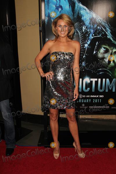 ALLISON CRATCHLEY Photo - Allison Cratchleyat the World Premiere of Sanctum Manns Chinese 6 Hollywood CA 01-31-11