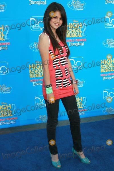 Selena Gomez Photo - Selena Gomezat the world premiere of Disneys High School Musical 2 Downtown Disney Anaheim CA 08-14-07