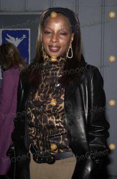 Mary J Blige Photo -  Mary J Blige at Project Angelfoods 9th Annual Divine Design gala fundraiser Barker Hanger Santa Monica 11-29-01