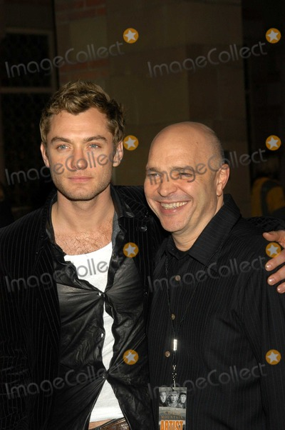 Anthony Minghella Photo - Jude Law and Anthony Minghella At a celebration of the words and music of Cold Mountain Royce Hall UCLA Los Angeles CA 12-08-03