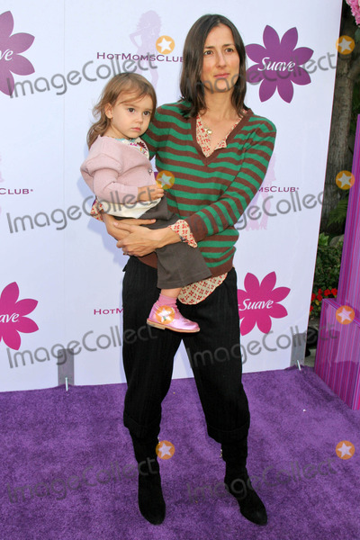 Anna Getty Photo - Anna Getty and daughterat the Hot Moms Soiree benefiting the Step Up Womens Network Private Location Los Angeles CA 10-06-06