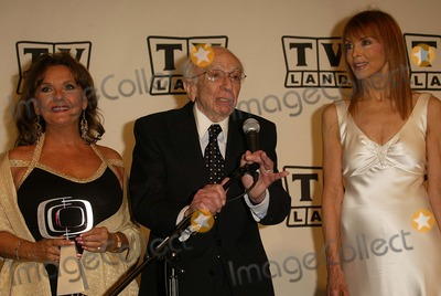 Dawn Wells Photo - Dawn Wells Sherwood Schwartz and Tina Louise at the 2nd Annual TV Land Awards - Press Room Hollywood Palladium Hollywood CA 03-07-04