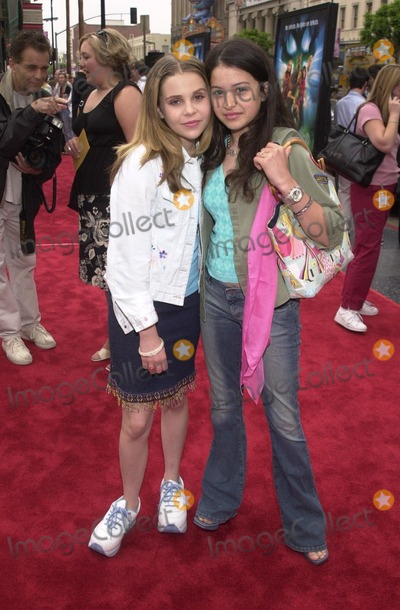 Alias Photo - Mae Whitman and Alia Shawkat at the premiere of Warner Brothers Scooby Doo at the Chinese Theater Hollywood 06-08-02