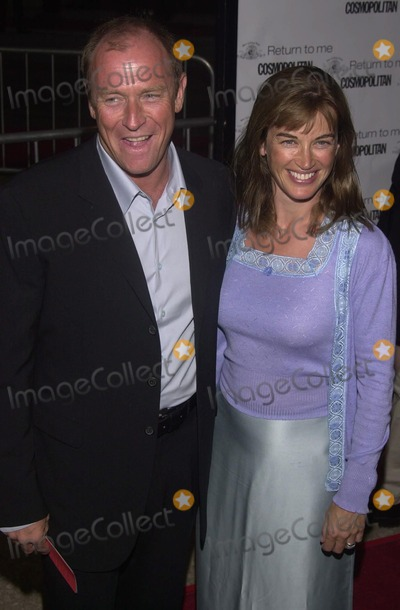 Amanda Pays Photo -  Corbin Bernson and Amanda Pays at the premiere of MGMs RETURN TO ME in Century City 04-03-00