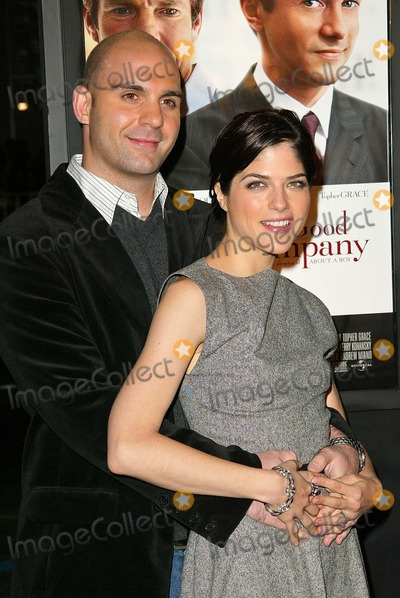 Ahmet Zappa Photo - Ahmet Zappa and Selma Blair at the In Good Company Los Angeles Premiere Graumans Chinese Theatre Hollywood CA 12-06-04