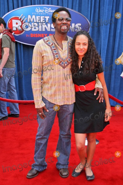 Aurora Photo - Harold Perrineau and daughter Auroraat the World Premiere of Meet the Robinsons El Capitan Theater Hollywood CA 03-25-07