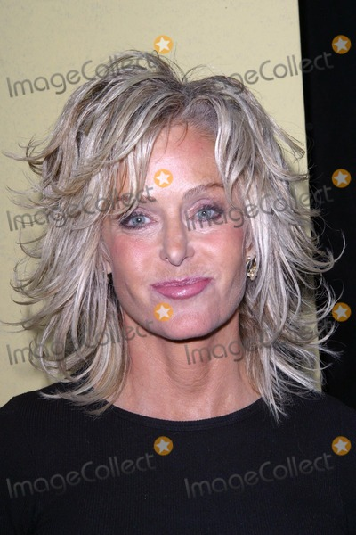Farrah Fawcett Photo - Farrah Fawcett makes a personal appearance at the Los Angeles County Museum of Art to sign copies of Keith Edmier and Farrah Fawcett 2000 12-05-02