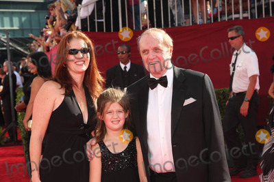 Bob Newhart Photo - Bob Newhart and familyat the 61st Annual Primetime Emmy Awards Nokia Theatre Los Angeles CA 09-20-09