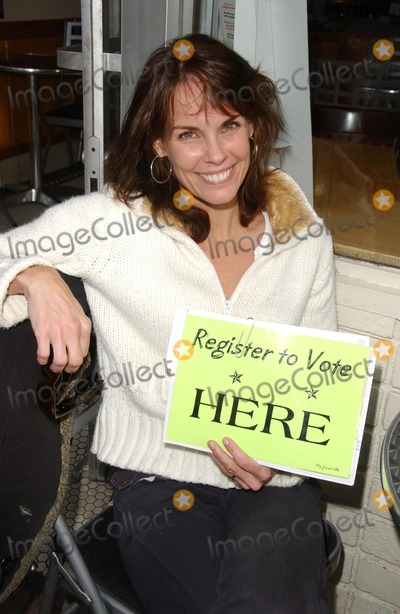 Alexandra Paul Photo - Alexandra Paulonsite signing people up for Voter Registration where she is every Wednesday night Stans Doughnuts Westwood CA 04-11-07