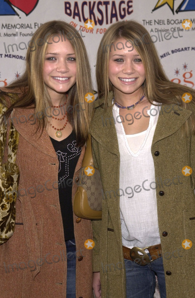 Ashley Olsen Photo - Mary-Kate and Ashley Olsen at the 2001 Bogart Backstage concert gala fundraiser for the Neil Bogart Memorial Fund Barker Hanger Santa Monica 11-11-01