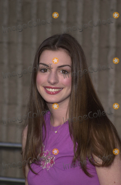 Anne Hathaway Photo -  ANNE HATHAWAY at the premiere of Disney and Touchstones CrazyBeautiful  at the GCC Avco Cinema Westwood 06-28-01