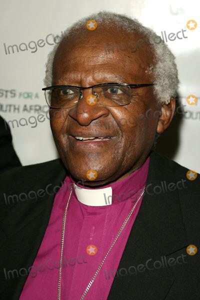 Archbishop Desmond Tutu Photo - Archbishop Desmond Tutuat the gala fundraiser Tutu One Amazing Night of Celebration honoring Archbishop Desmond Tutus 75th Birthday Regent Beverly Wilshire Hotel Beverly Hills CA 09-18-06