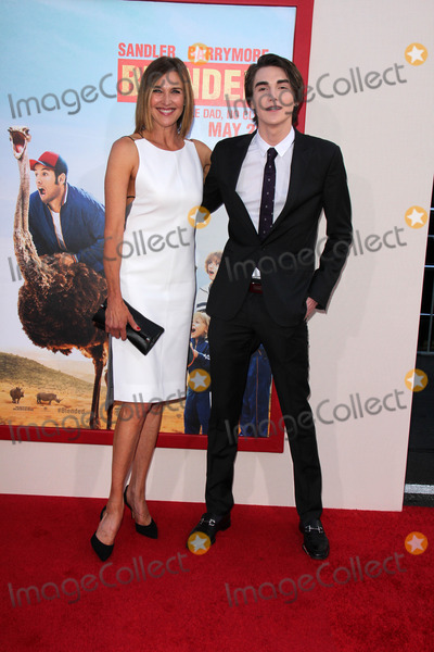 Brenda Strong Photo - Brenda Strong Zak Henriat the Blended Premiere Chinese Theater Hollywood CA 05-21-14