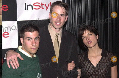Avant Photo -  JASON SCHWARTZMAN JASON LEE and SELMA BLAIR at the InStyle Magazines exhibition of avante-garde artist Bryten Goss work Quixote Studios West Hollywood 06-28-01