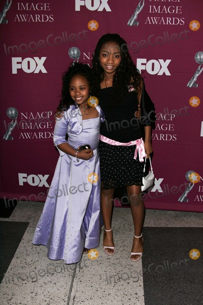 Dee Dee Davis Photo - Dee Dee Davis and Aree Davis at the 36th NAACP Awards Arrivals Dorothy Chandler Pavilion Los Angeles CA 03-19-05