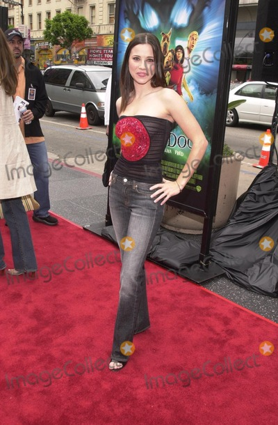 Scooby Doo Photo - Linda Cardellini at the premiere of Warner Brothers Scooby Doo at the Chinese Theater Hollywood 06-08-02