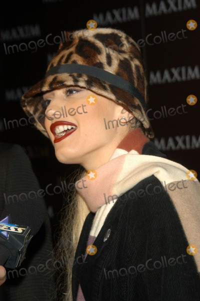 Gwen Stefani Photo - Gwen Stefani at Maxim Magazines presentation of the Pussycat Dolls Henry Fonda Theater Hollywood CA 12-03-02