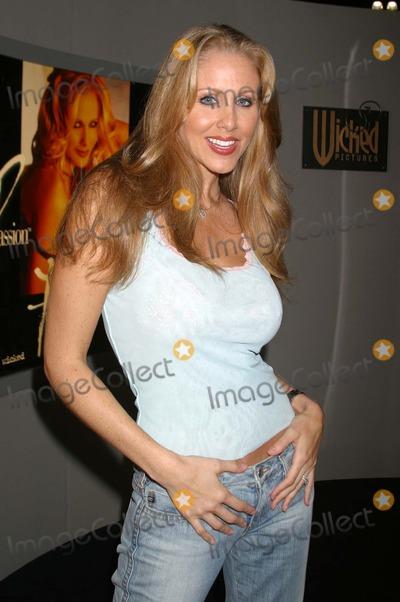 Julia Ann Photo - Julia Ann at the Erotica LA Convention Los Angeles Convention Center Los Angeles CA 06-20-04