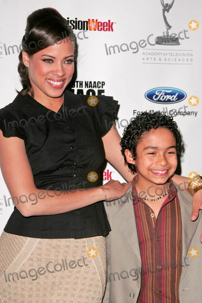 Noah Gray-Cabey Photo - Tawny Cypress and Noah Gray-Cabeyat the NAACP Hollywood bureaus 3rd Annual Symposium Whos Running the Show - A Case Study in Diversity The Leonard Goldenson Theater North Hollywood CA 02-28-07