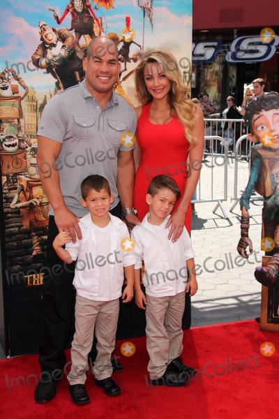 Amber Miller Photo - Tito Ortiz Amber MillerThe Boxtrolls Los Angeles Premiere Universal Studios Universal City CA 09-21-14David EdwardsDailyCelebMediaPunch