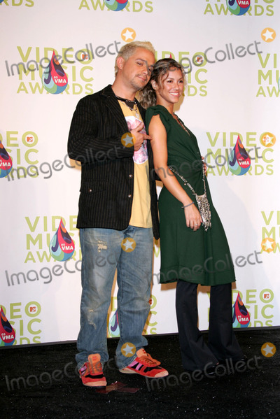 Alejandro Sanz Photo - Alejandro Sanz and Nelly Furtadoin the press room at the 2005 MTV Video Music Awards American Airlines Arena Miami FL 08-28-05
