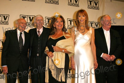 Dawn Wells Photo - Sherwood Schwartz Bob Denver Dawn Wells Tina Louise and Russell Johnson at the 2nd Annual TV Land Awards - Press Room Hollywood Palladium Hollywood CA 03-07-04