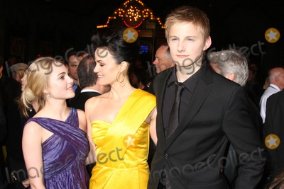 Alexander Ludwig Photo - AnnaSophia Robb Carla Gugino  Alexander Ludwig   arriving at the Race to Witch Mountain Premiere at the El Capitan Theater l in Los Angeles  CA on  March 11 2009