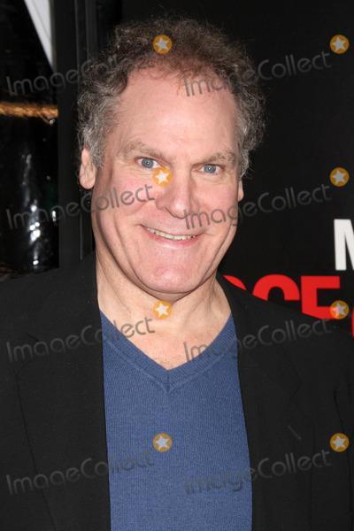 JAY SANDERS Photo - Jay O Sandersarriving at the premiere of the Edge of DarknessGraumans Chinese TheaterLos Angeles CAJanuary 26 2010