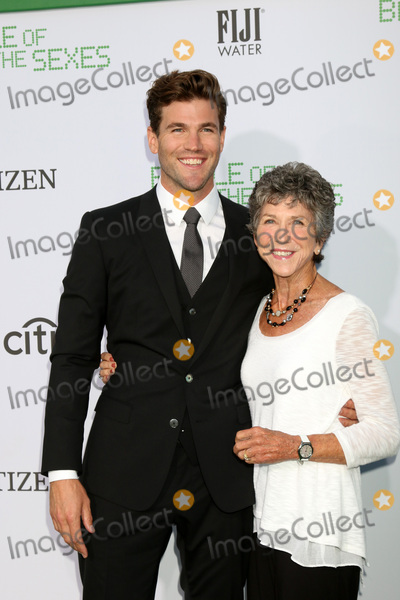 Austin Stowell Photo - LOS ANGELES - SEP 16  Austin Stowell Elizabeth Stowell at the Battle of the Sexes LA Premiere at the Village Theater on September 16 2017 in Westwood CA