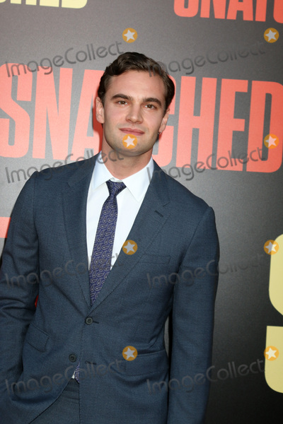 Tom Bateman Pictures and Photos