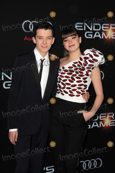 Asa Butterfield Photo - LOS ANGELES - OCT 28  Asa Butterfield Hailee Steinfeld at the Enders Game Los Angeles Premiere at TCL Chinese Theater on October 28 2013 in Los Angeles CA