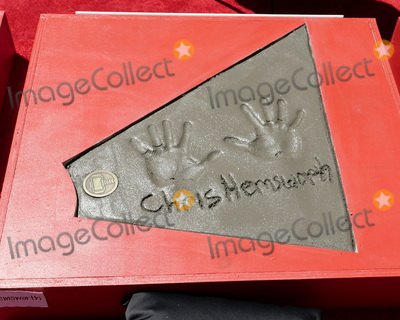 CAST MEMBER Photo - LOS ANGELES - APR 23  Chris Hemsworth Handprints at the Avengers Cast Members Handprint Ceremony at the TCL Chinese Theater on April 23 2019 in Los Angeles CA