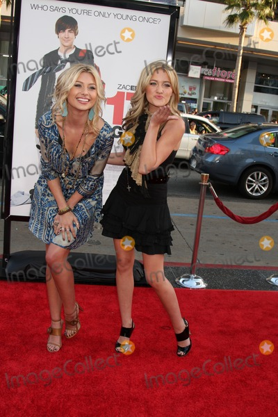 Aly and AJ Photo - Aly  AJ  aka Alyson Michalka  Amanda Michalka  arriving at the 17 Again Premiere at Graumans Chinese Theater in Los Angeles CA on April 14 2009