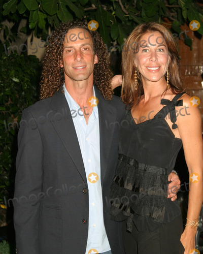 Kenny G Photo - Kenny G and wifeHollyrod Designcurefeaturing Pamela Dennis and her designsat the home of Sugar Ray Leonard and familyPacific Palisaides CAJuly 9 2005