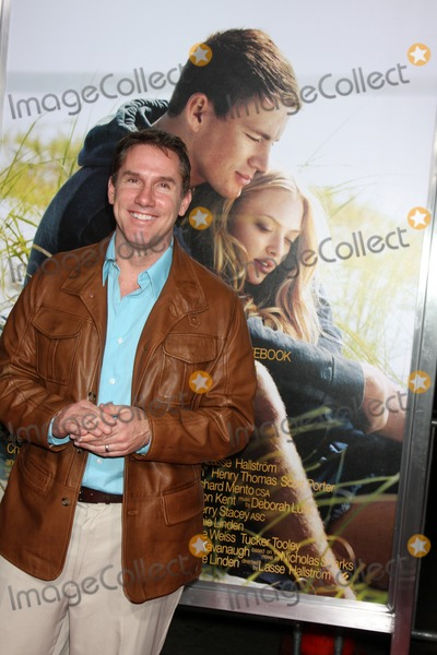 Nicholas Sparks Photo - Nicholas Sparksarriving at the Dear John PremiereGraumans Chinese TheaterLos Angeles CAFebruary 1 2010