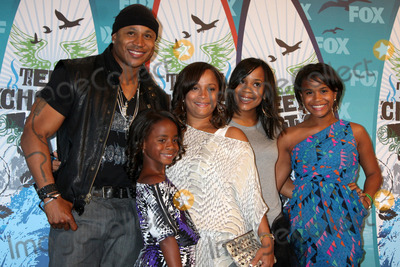 Najee Photo - LOS ANGELES - AUGUST 8  LL Cool J Simone Johnson Najee Smith Italia Smith Samaria Smith Nina Simone Smith in the Press Room  at the 2010 Teen Choice Awards at Gibson Ampitheater at Universal  on August 8 2010 in Los Angeles CA