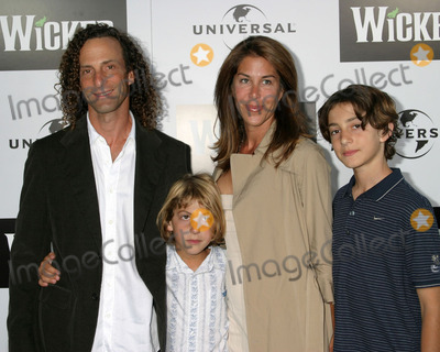 Kenny G Photo - Kenny G  familyWicked Play OpeningPantages TheaterLos Angeles CAJune 22 2005